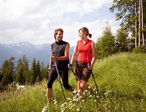 В качестве аэробной нагрузки выбирается безударная: горизонтальный велосипед со спинкой, ходьба (не бег) по грунту в лесу.