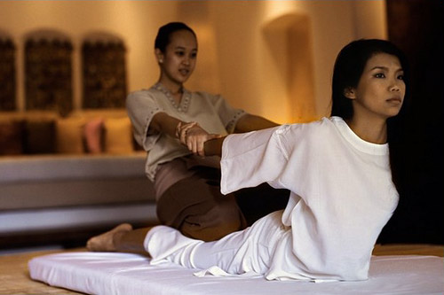 Традиционный тайский двухчасовой массаж обойдется вам в 1700 бат. Фут-массаж (1 час) — 1 200. Ойл-массаж продолжительностью 1 час — 1 350. Но, поверьте, удовольствие, которое вы получите от такого сервиса и качества массажа того стоит!