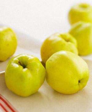 Яблоко считается одним из самых полезных фруктов, лакомиться которым можно практически в любое время года.