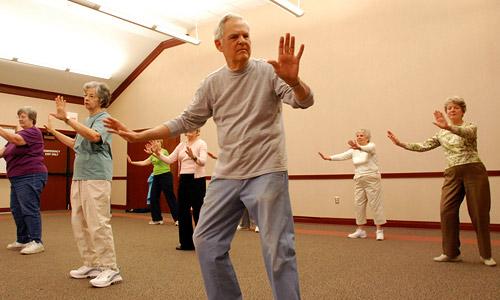 Английские ученые советуют пожилым людям активно заниматься танцами и тай-чи