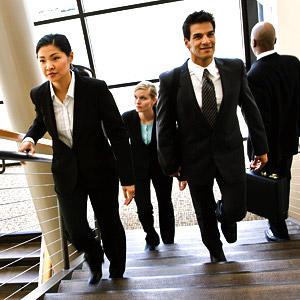 Даже если ваш кабинет/офис находится на 9 (или выше) этаже, приучайте себя спускаться и подниматься по лестнице.