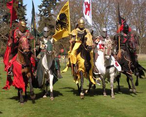 Спасибо рыцарям — эти благородные представители человечества не забывали про физическую активность.