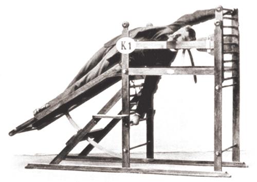 Несмотря на громоздкий внешний вид (некоторые исследователи обидно сравнивают аппараты Цандера с «орудиями для пыток»), все эти устройства были безупречны с точки зрения законов анатомии и физиологии.