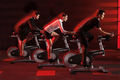 Пожалуй, не менее важной новостью станет демонстрация нового поколения велотренажера для групповых сайкл-классов от Life Fitness — Lifeсycle GX.
