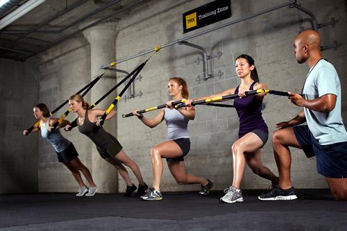 Многие фитнес-клубы уже не мыслят своего расписания без групповых и индивидуальных тренировок с петлями TRX.
