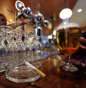 Привычка — поступок или действие, которое мы совершаем, не задумываясь, — имеет особое формирование, в результате которого она «оседает» в подсознании. Человек способен привязываться к чему угодно: обычно это алкоголь, сигареты и наркотики.