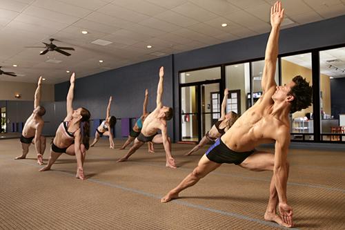 Во многих фитнес-клубах можно встретить, например, бикрам-стрейчинг, бикрам-флекс, бикрам-пилатес.