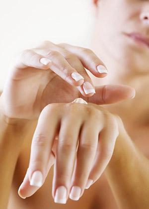 Красивые руки — визитная карточка женщины.