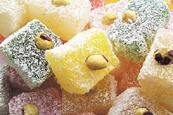 Восточные сладости. В их составе присутствуют различные пряности, мед, изюм и орехи.