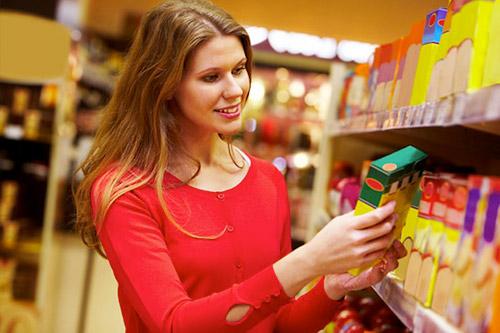 Внимательно изучать содержимое продуктов. Перед тем, как чем-нибудь перекусить, следует всегда обращать внимание на количество углеводов, содержащееся в выбранном продукте.