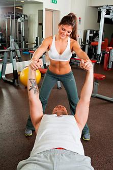 Работают: у нее — мышцы ног, у него — мышцы рук и груди.