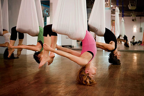 ����� ����������������� ����������� �� Antigravity Yoga