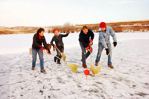 Фитнес зимой: брумбол