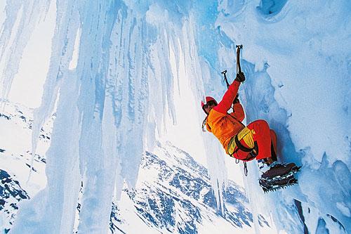 Айс-клайминг — отличный фитнес зимой