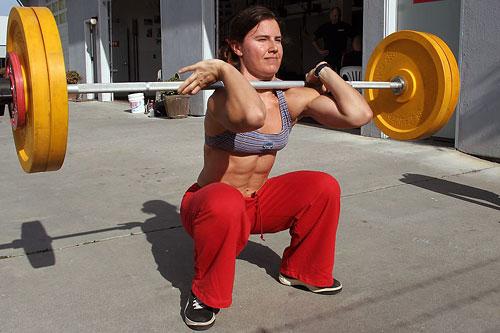 В США, например, люди сами оснащают свои гаражи самым необходимым оборудованием и тренируются, тренируют своих детей или родителей.