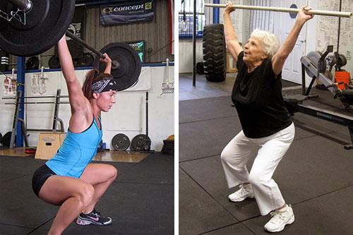 А рядом может тренироваться ваша бабушка! Только вместо штанги в 120 кг у нее в руках буде лишь палка от швабры или пластиковая трубка, а вместо выходов силой на турнике она может тянуть себя в положении под углом, взявшись руками за кольца или петли TRX