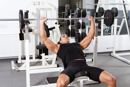 Обратный. Отличается от обычного тем, что рабочий вес, наоборот, увеличивается, и увеличивается так, чтобы в первом подходе вы могли сделать 20-30 повторений, затем, добавив рабочий вес, 8-10 повторений, а в последний раз увеличив вес, выполнили 1-3 повто