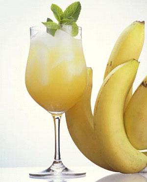 Исследования скандинавских ученых доказали, что ежедневное употребление бананов в пищу гипертониками нормализует давление и избавляет их от необходимости принимать лекарства.