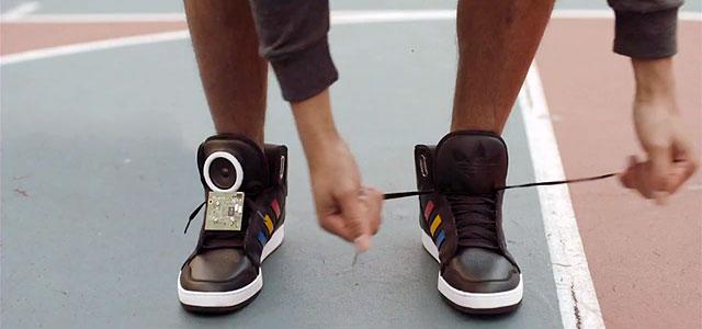 Говорящие кроссовки от Google и adidas