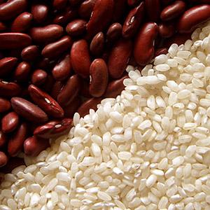 Секрет бразильских женщин заключается в правильном питании. В их рационе присутствуют преимущественно полезные продукты — бобы и рис.