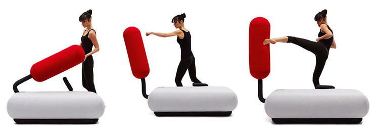 Диван как груша для бокса — интересное фитнес-изобретение