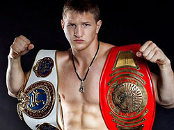 Владимир Минеев и Редуан Кайро в бое за звание чемпиона мира
