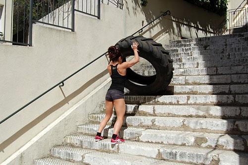 Уникальность CrossFit в том, что им может заниматься кто угодно, когда угодно и где угодно.