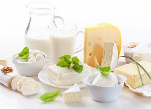 Казеин молока, который мы получаем из творога и сыра, выполняет в нашем организме структурообразующие функции, является источником биологически активных пептидов регулирующих процесс пищеварения, а также содержит микроэлементы кальций, фосфор и магний.