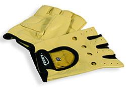 Перчатки делают хват более надежным (если вы занимаетесь с металлом, а руки потеют, то без перчаток не обойтись), снижают вероятность получения мозолей, смягчают давление на руки, предотвращают растяжение запястий.
