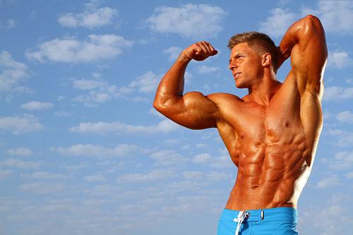 Тестостерон в избытке содержится в организме молодого человека примерно до 23-25 лет. Именно в этом возрасте легче всего набрать рельефную сухую массу, приложив минимум усилий.