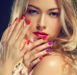 Специалисты отмечают, что лучше всего выделять другим цветом пальцы правой руки, так как она является отдающей и связаны с различными сферами жизни.