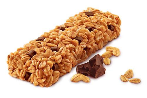 Лецитин можно увидеть в составе шоколада и батончиков из мюсли, где он выступает в роли эмульгатора.