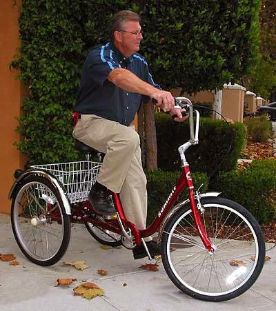 Столичные пенсионеры осваивают трехколесные велосипеды