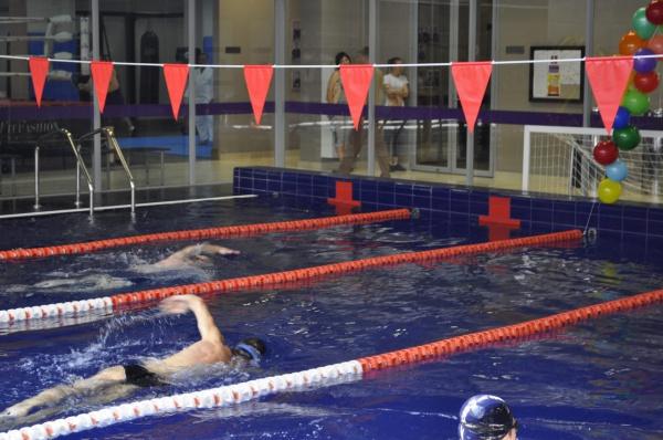 12-часовая марафонская эстафета по плаванию