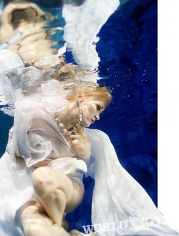 Подводная фэшн-фотосессия