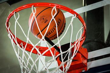 Новые часы научат играть в баскетбол