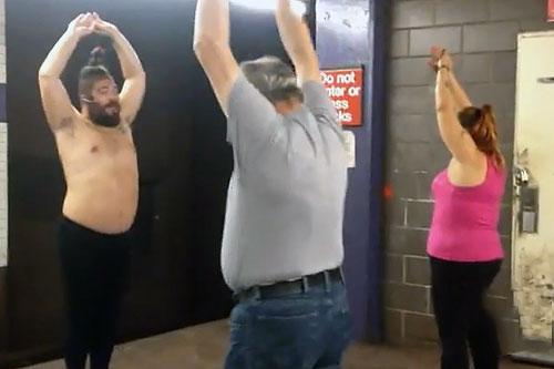 Занятия по йоге проводятся прямо в метро Нью-Йорка