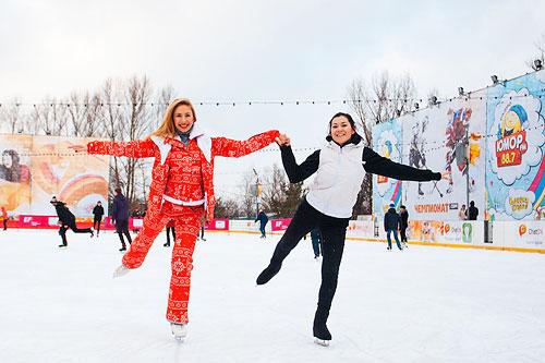 В Москве открылся каток «СТС — у Триумфальной арки»