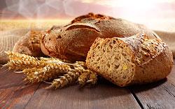 Хлеб с отрубями или из муки грубого помола поможет похудеть.