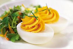 В яйцах содержится огромное количество полезных веществ, комплекс витаминов, аминокислот и минералов.