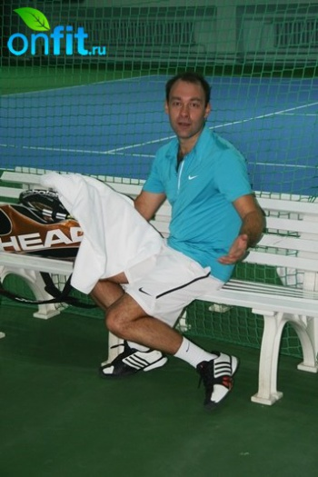 Турнир по теннису среди любителей в одиночном разряде в клубе VITASPORT