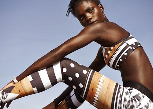 Узоры — еще один тренд спортивной одежды. Компания Nike совместно с японской художницей Юко Канатани создали коллекцию оригинальных леггинсов Tights of the Moment, которые просто невозможно не заметить.