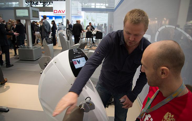 Делегация Онфит тестирует оборудование Milon на Fibo 2014