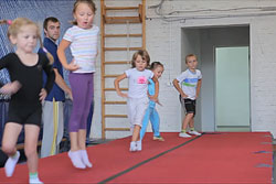Занятия на батуте детям