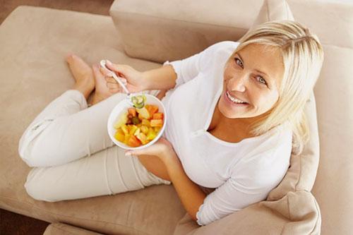 Эффективность грейзинг диеты заключается в том, что благодаря дробному рациону его суточная калорийность снижается на 10-15%.