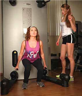 Упражнение 2: Приседание с сопротивлением
