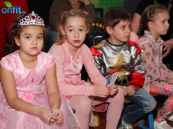 Новогодние елки для детей в клубах «ДОН-Спорт»!