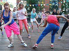 Яркий танцевальный ZumbaParty на дизайн-заводе «Флакон»!