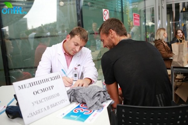 В Москве состоялся благотворительный «Забег в высоту» на небоскреб «Город Столиц»