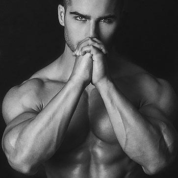 Рядом с крутым канадцем будет работать известная фитнес-модель, атлет, фитнес-блоггер Роман Ходоров.